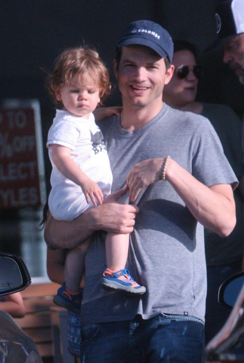 Ashton sa sinčićem Dimitrijem