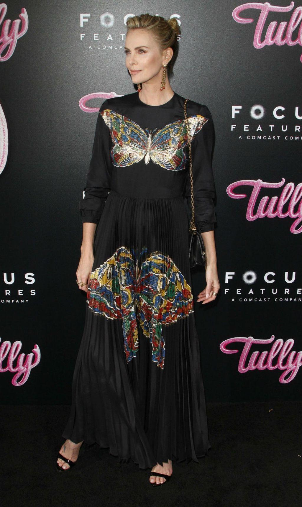 Charlize Theron u plisiranoj haljini modne kuće Dior - 8