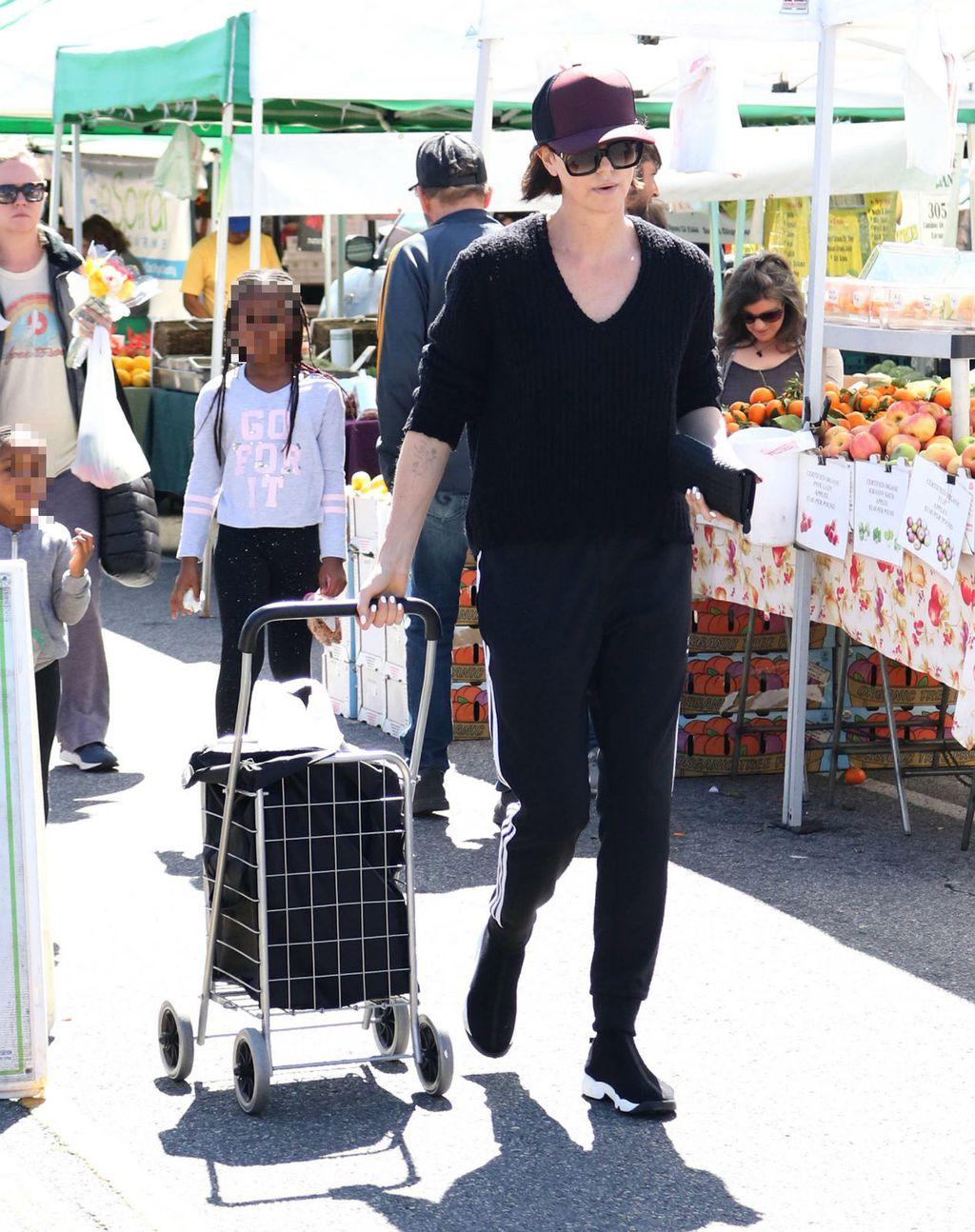 Charlize na tržnicu ne odlazi bez kolica za namirnice