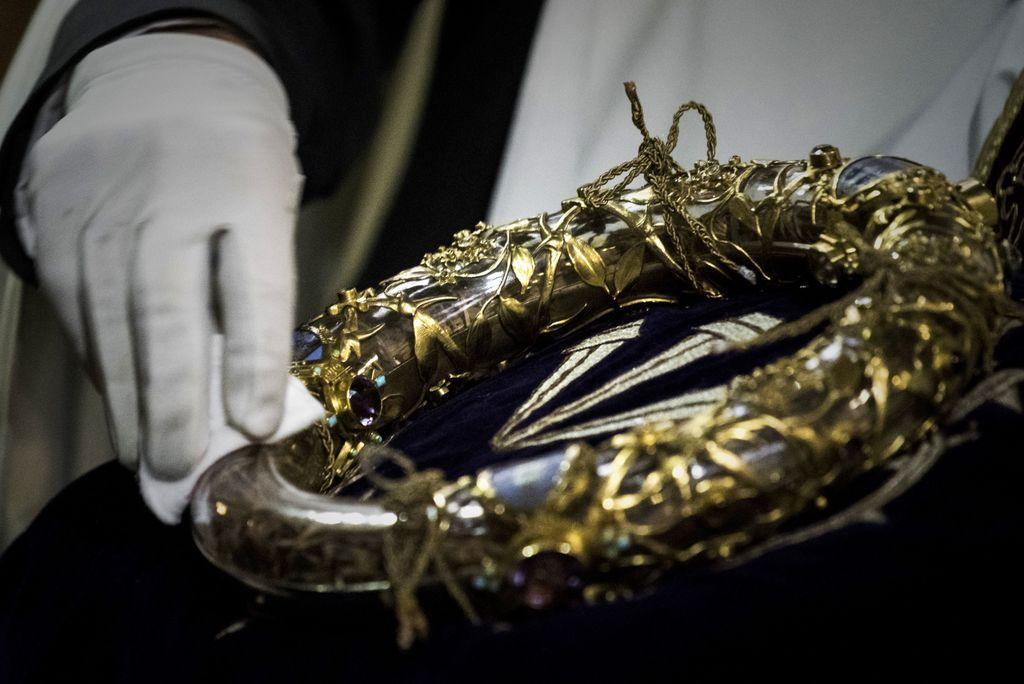 Trnova kruna koju je Isus nosio za vrijeme svoje muke i razapinjanja nalazai se u crkvi Notre-Dame