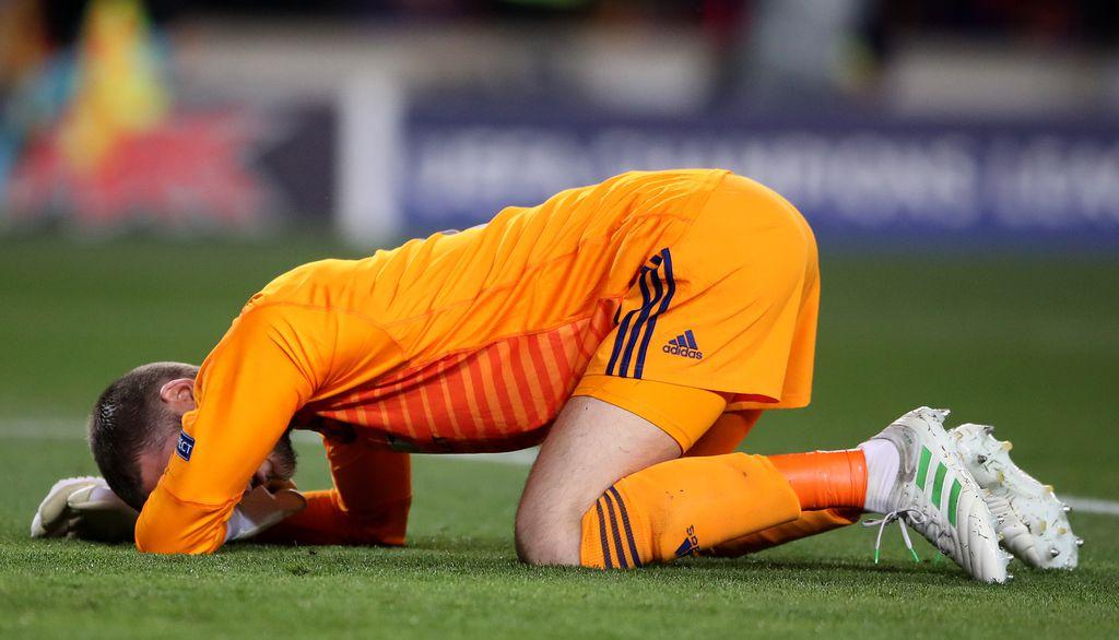 David De Gea nakon kiksa (Foto: AFP)
