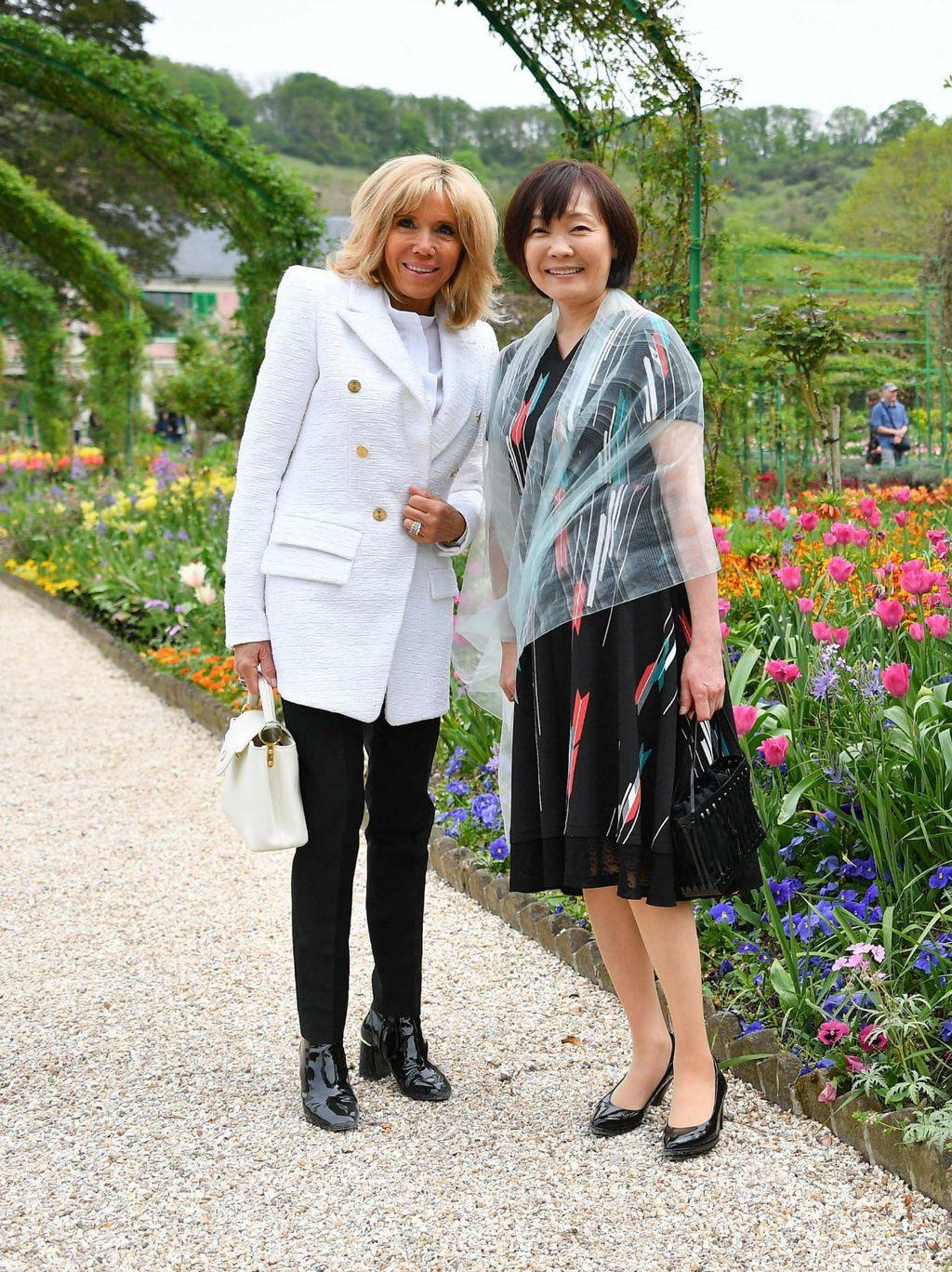 Brigitte je za izlet sa suprugom japanskog premijera opet odabrala lakirane gležnjače