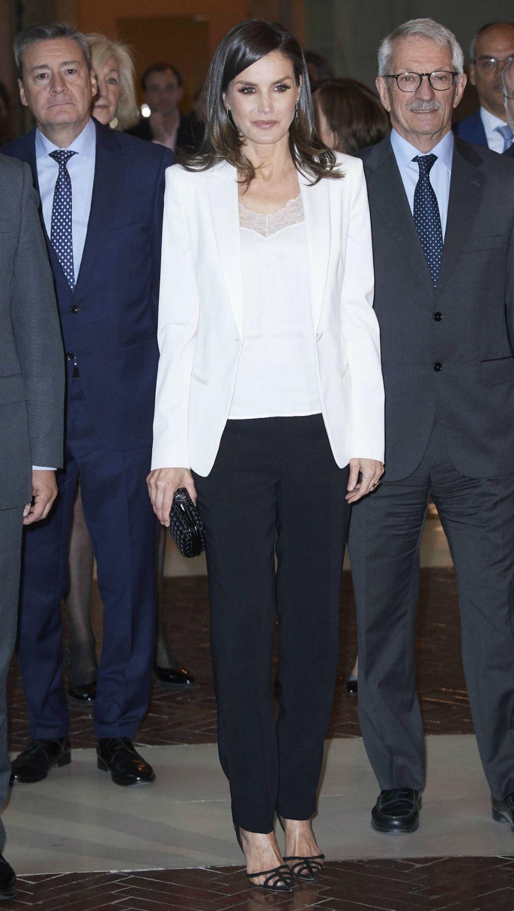 Kraljica Letizia u \'plastičnim\' štiklama Manola Blahnika - 6