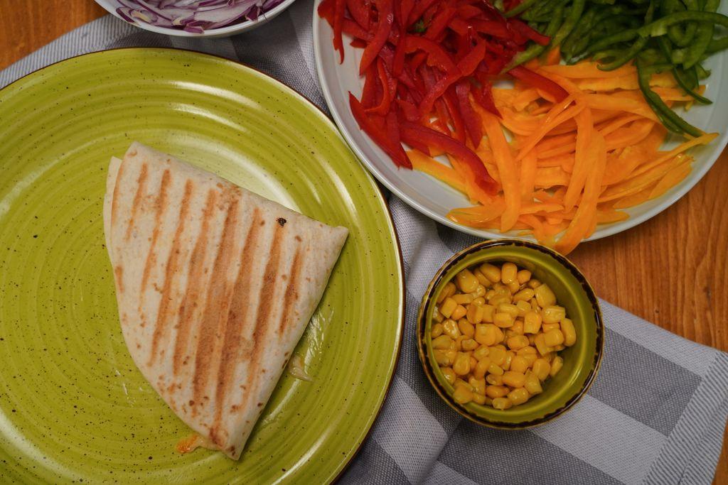 Viralna tortilja s piletinom i šarenim dodacima