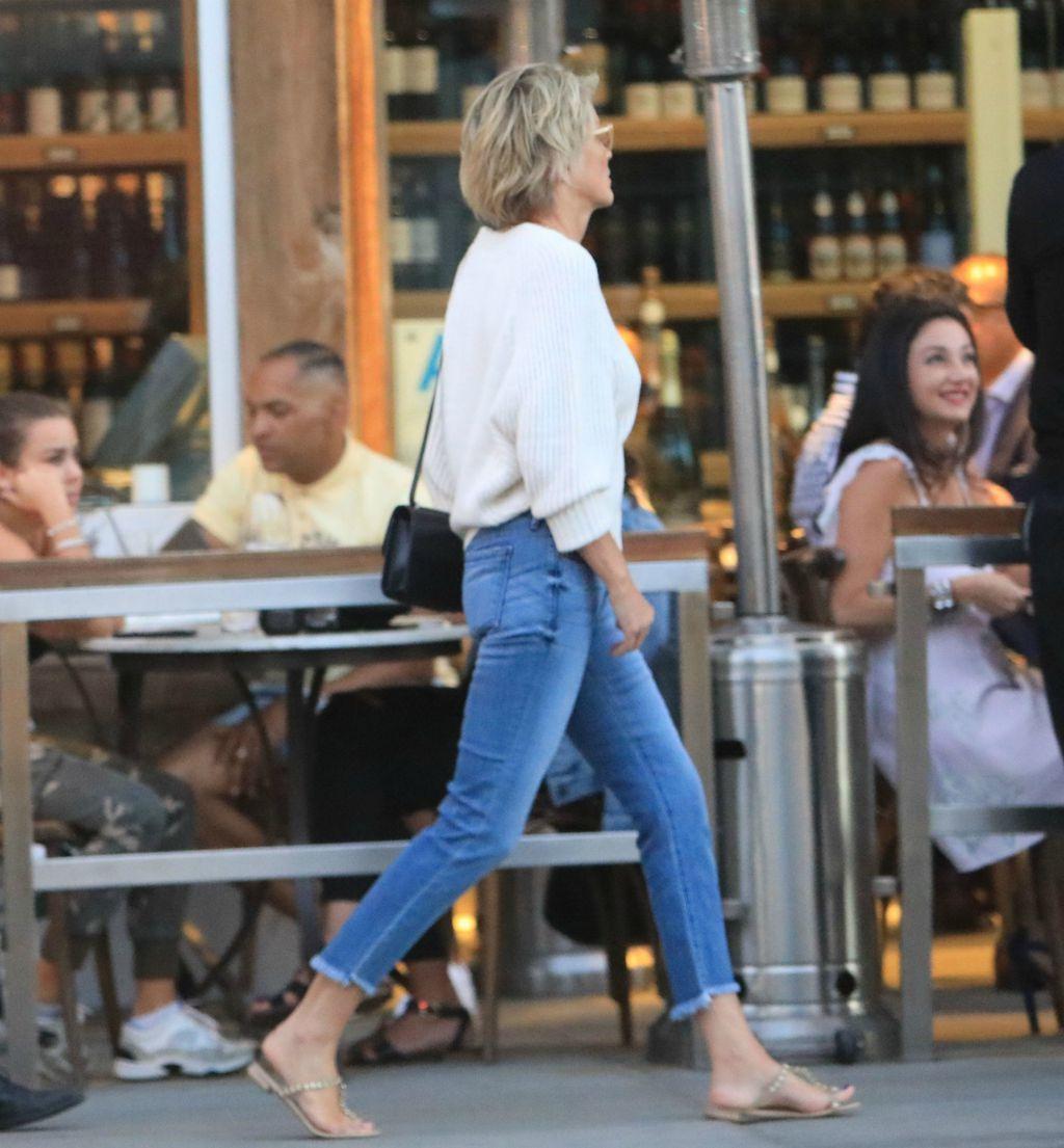 Sharon Stone odjenula je skinny traperice za večernji izlazak