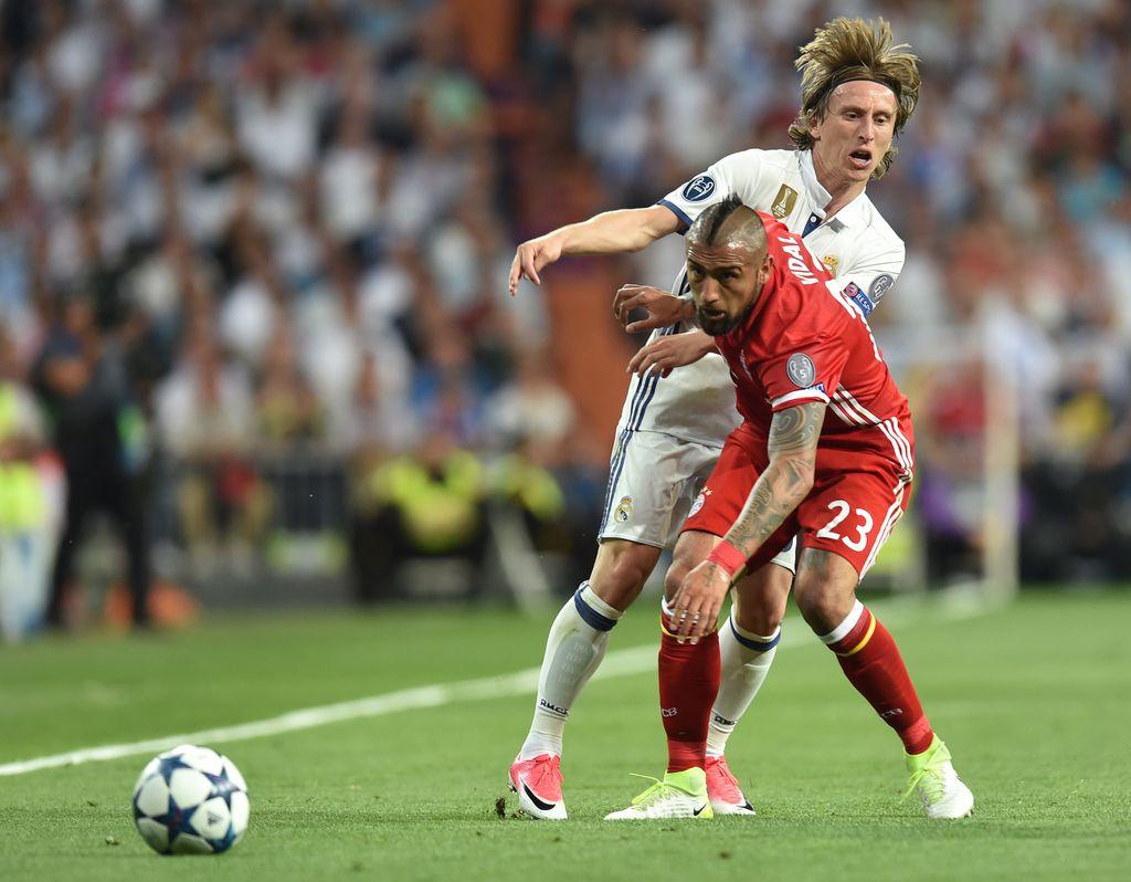 Modrić i Vidal u borbi za loptu (Foto: AFP)