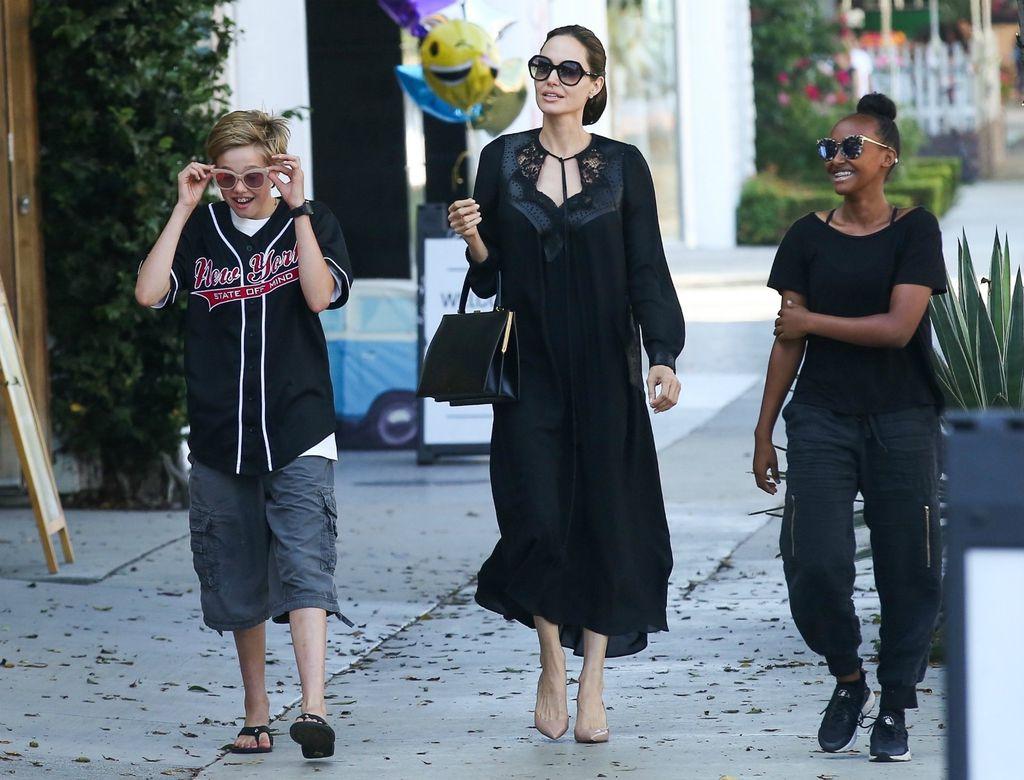 Shiloh, Angelina i Zahara u kupovini