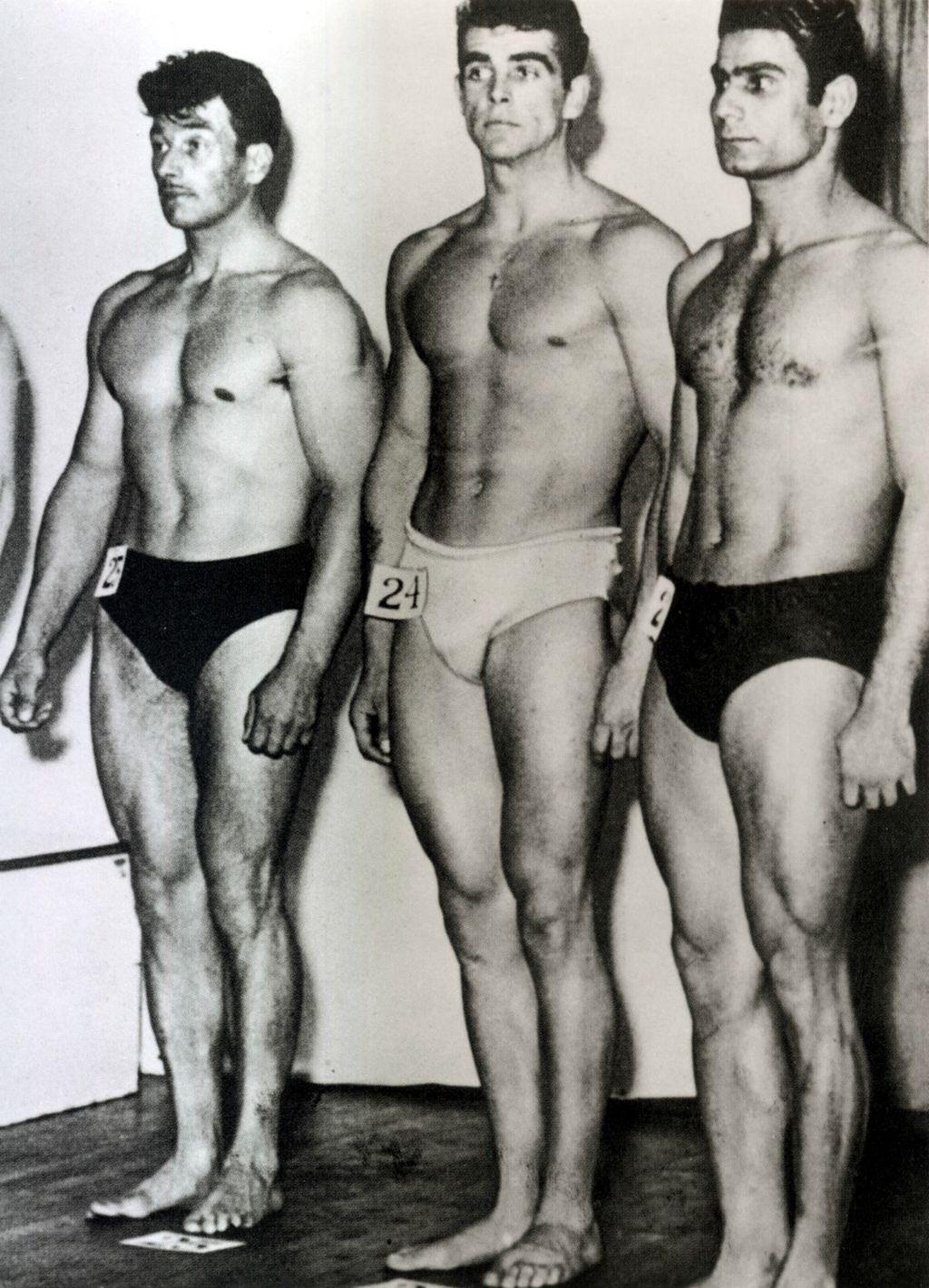 Sean (u sredini) na natjecanju Mister Universe