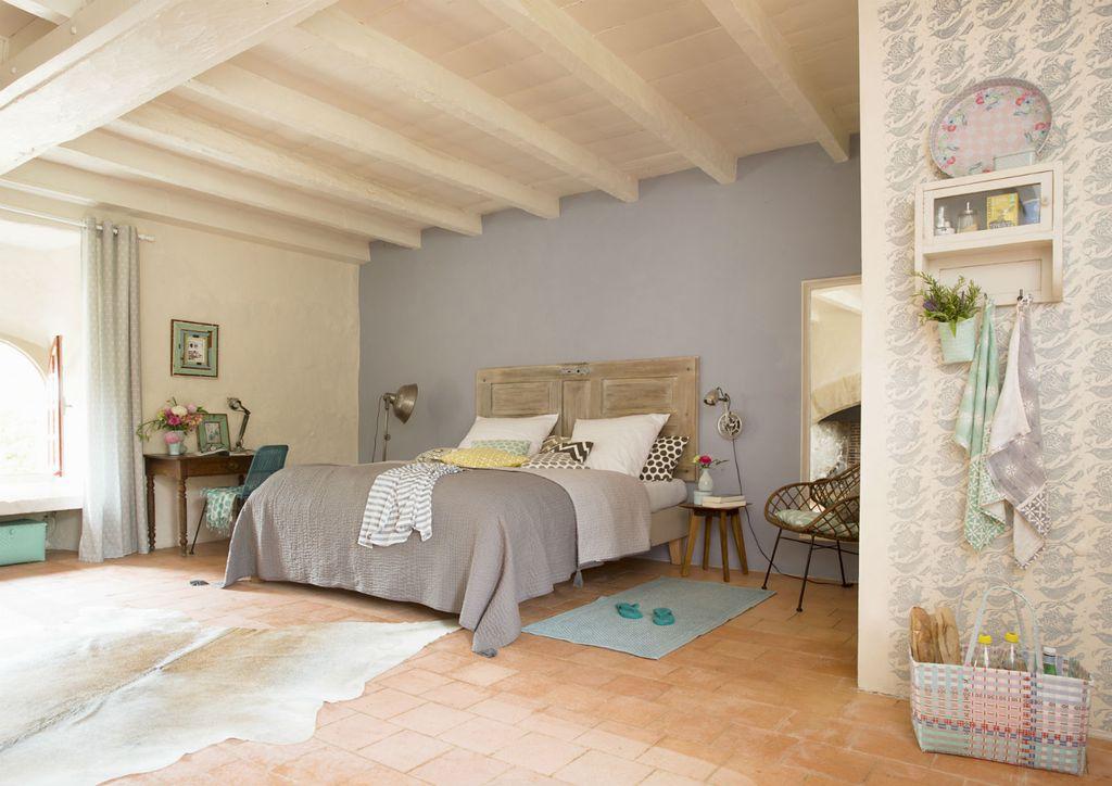 Spavaća soba u svijetlosivoj boji najbolje odgovara horoskopskom znaku raka
