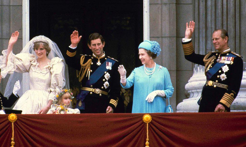 Fotografije s vjenčanja princeze Diane i princa Charlesa snimljene na balkonu Buckinghamske palače - 1