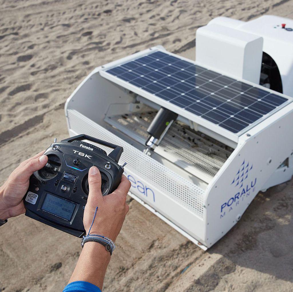 Čistač plaže BeBot pogoni solarna energija