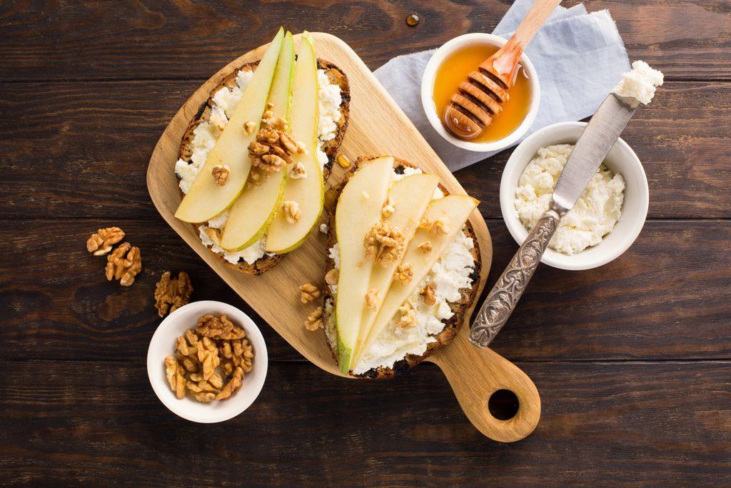 Ricotta, svježe voće i med