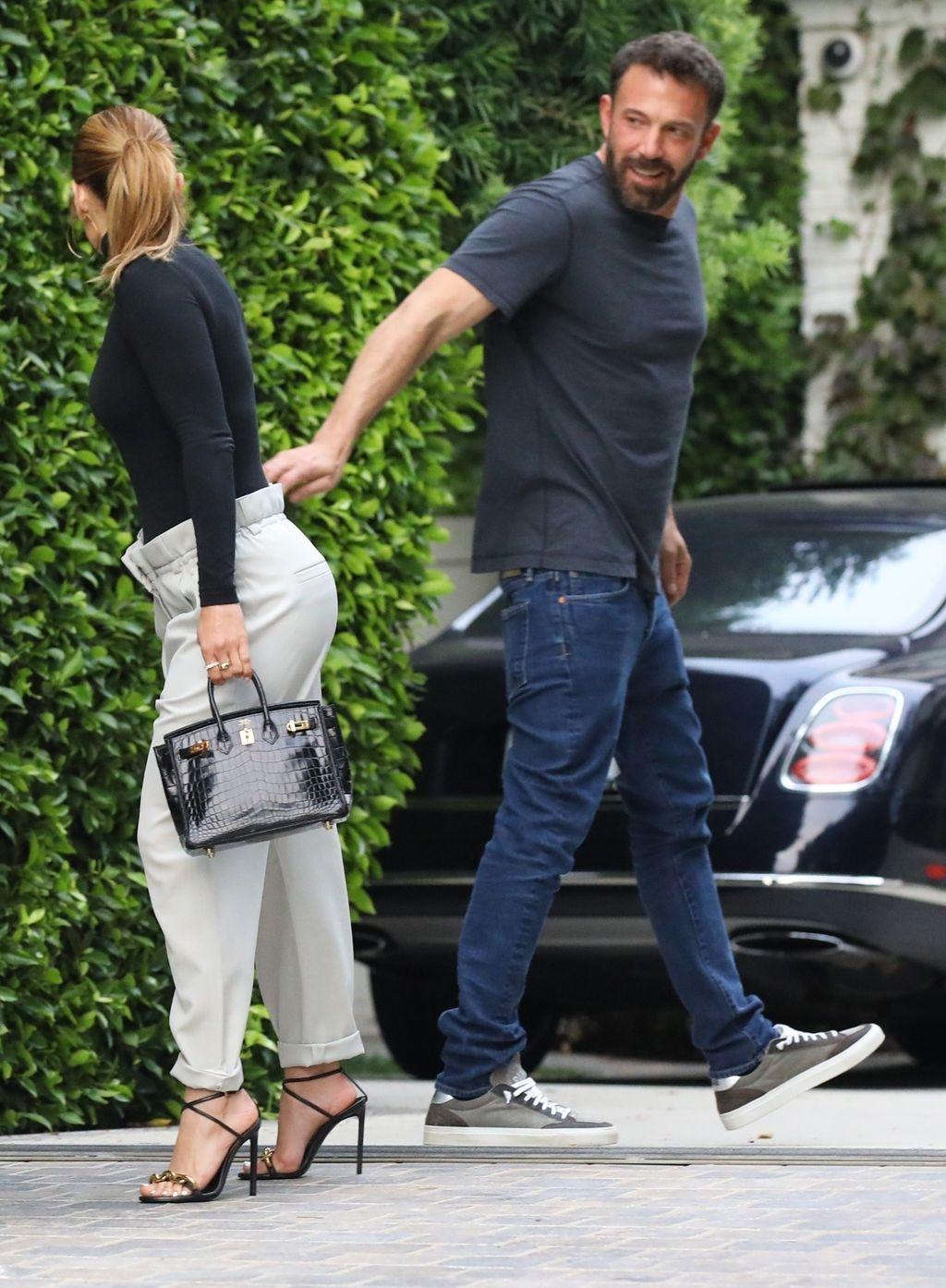 Kombinacija Jennifer Lopez s crnom dolčevitom - 5