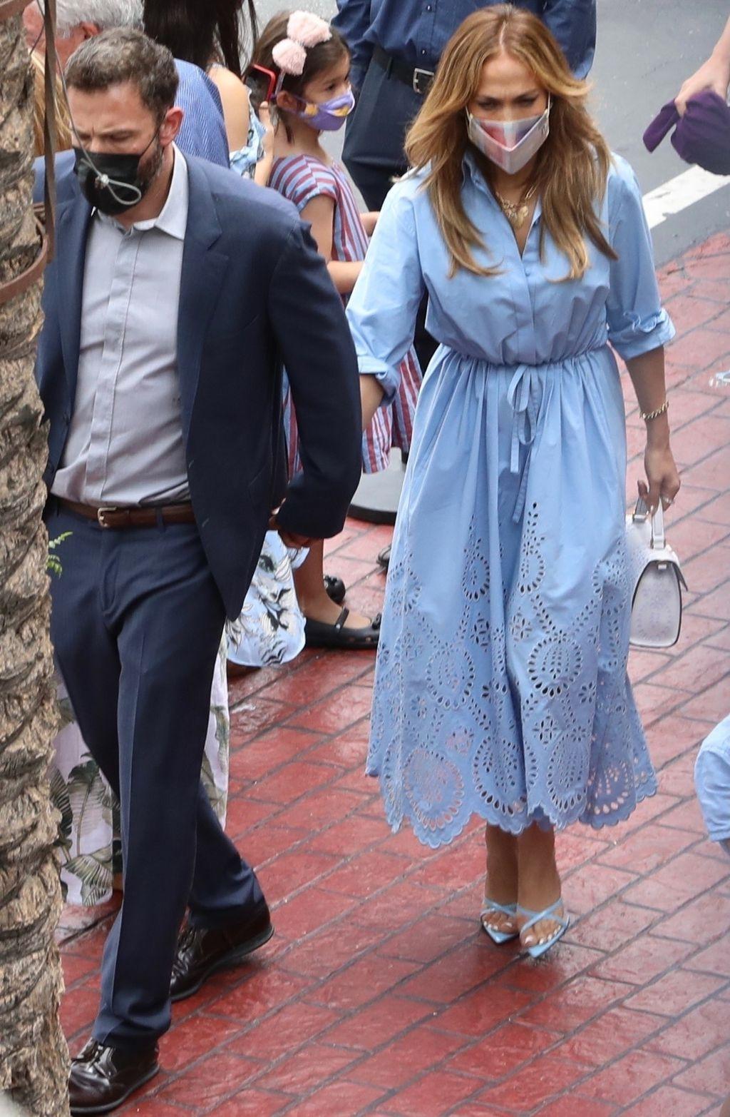 Jennifer Lopez u Valentinovo Pre fall haljini za 2021.