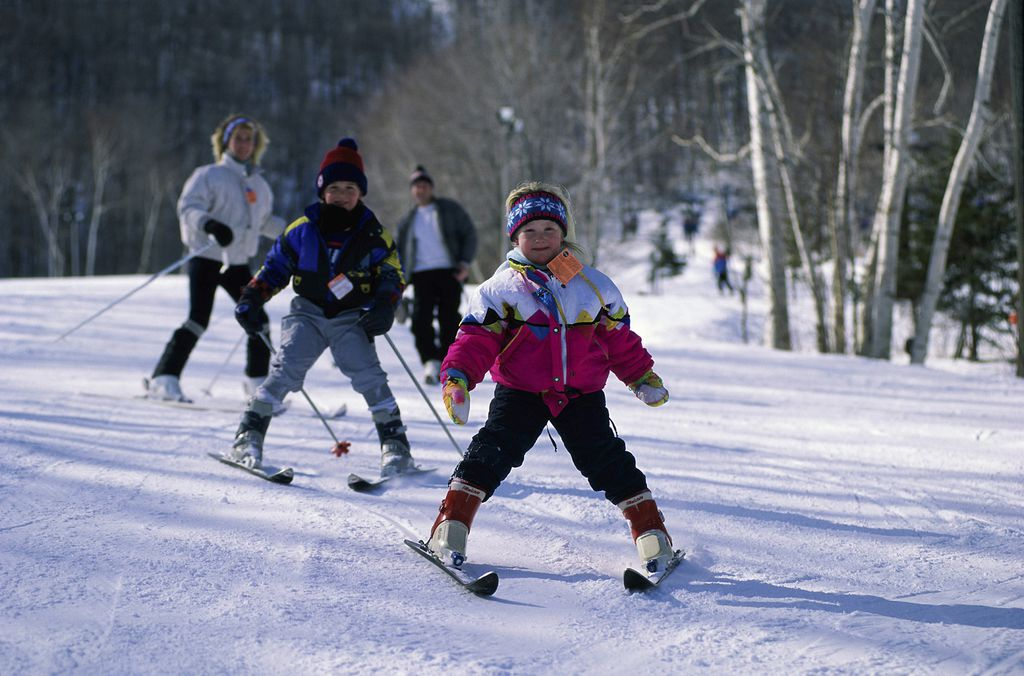 Aktivnosti na otvorenom - šetnja prirodom, sanjkanje, klizanje ili skijanje