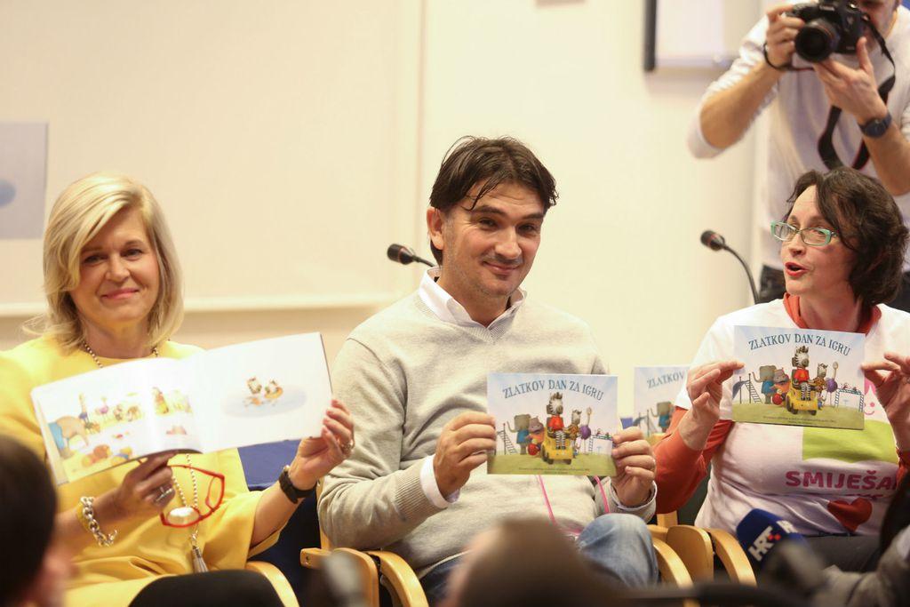 Malim pacijentima na Klinici za pedijatriju KBC-a Zagreb Zlatko Dalić čitao je slikovnicu 'Zlatkov dan za igru' - 8