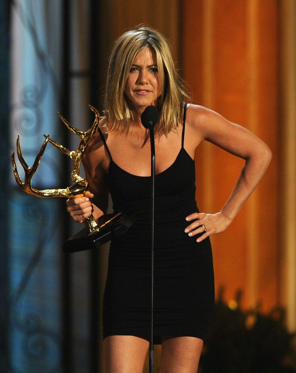 Jennifer u maloj crnoj haljini - 1