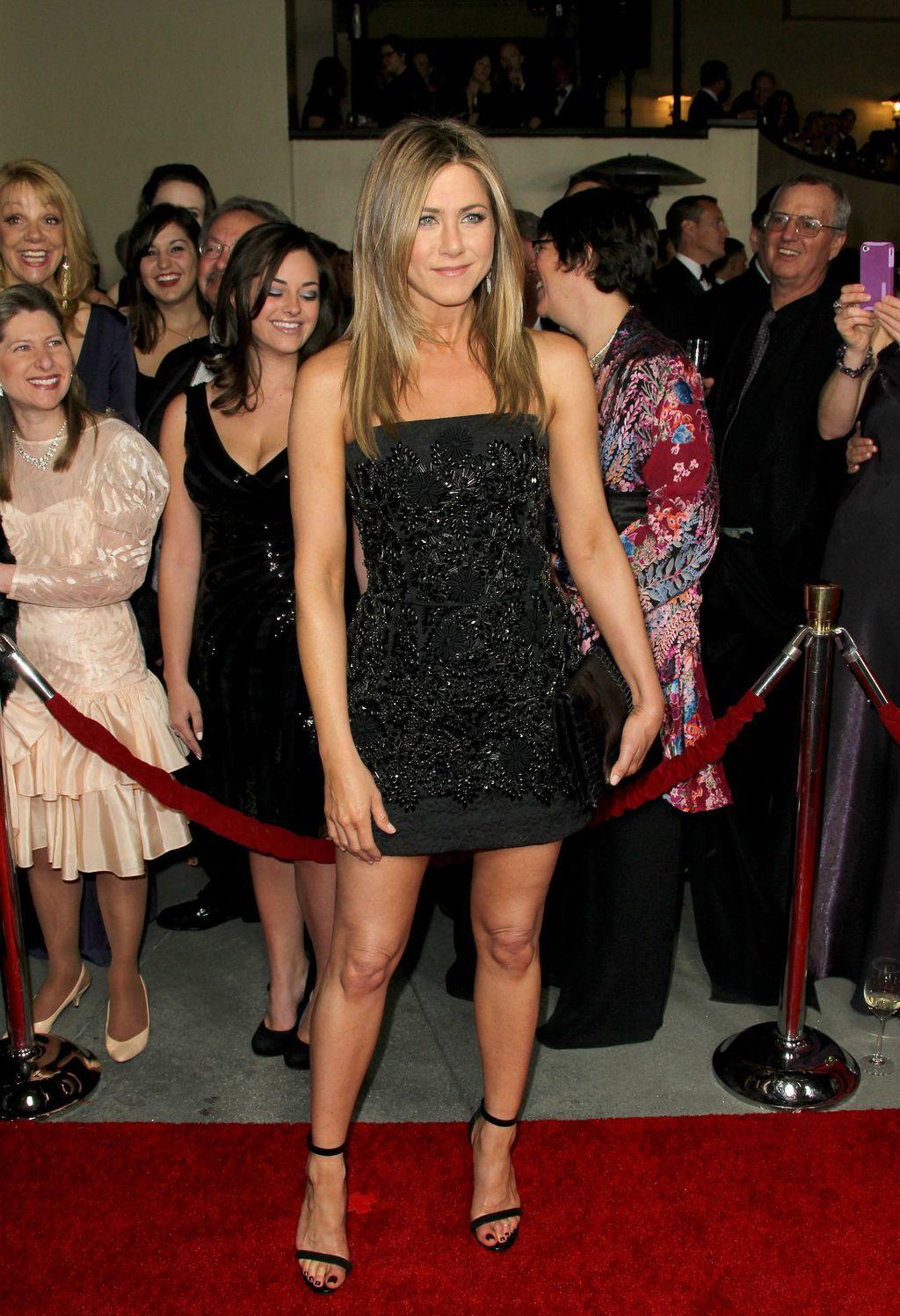 Jennifer u maloj crnoj haljini - 10