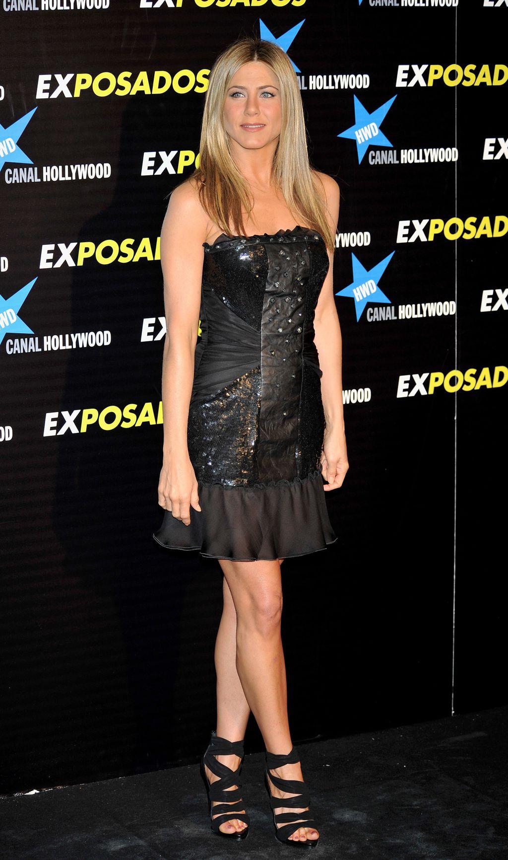Jennifer u maloj crnoj haljini - 11