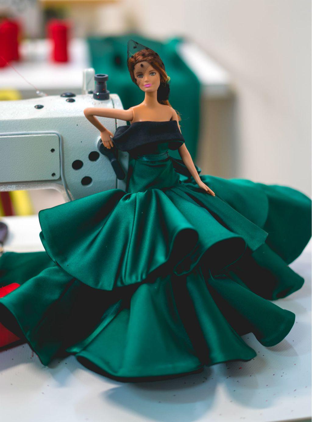 Juraj Zigman kreirao je haljine za Barbie lutke - 2