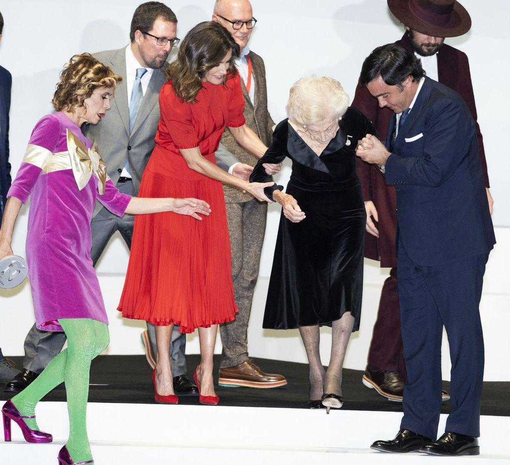 Kraljica Letizia u crvenom - 2