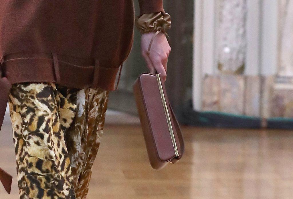 Victoria je ovaj model torbe predstavila na Njujorškom tjednu mode u veljači 2018.