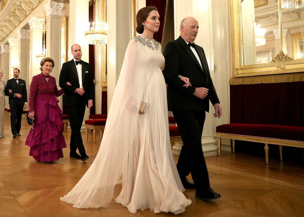 Haljina modne kuće Alexander McQueen za kraljevsku večeru u Oslu