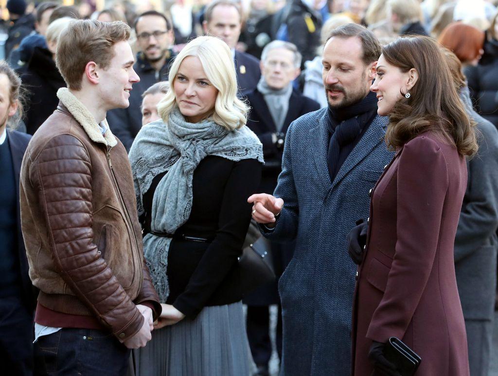 Vojvotkinja u Oslu, u društvu princa Haakona, princeze Mette-Marit i glumca Tarjea Sandvika Moea