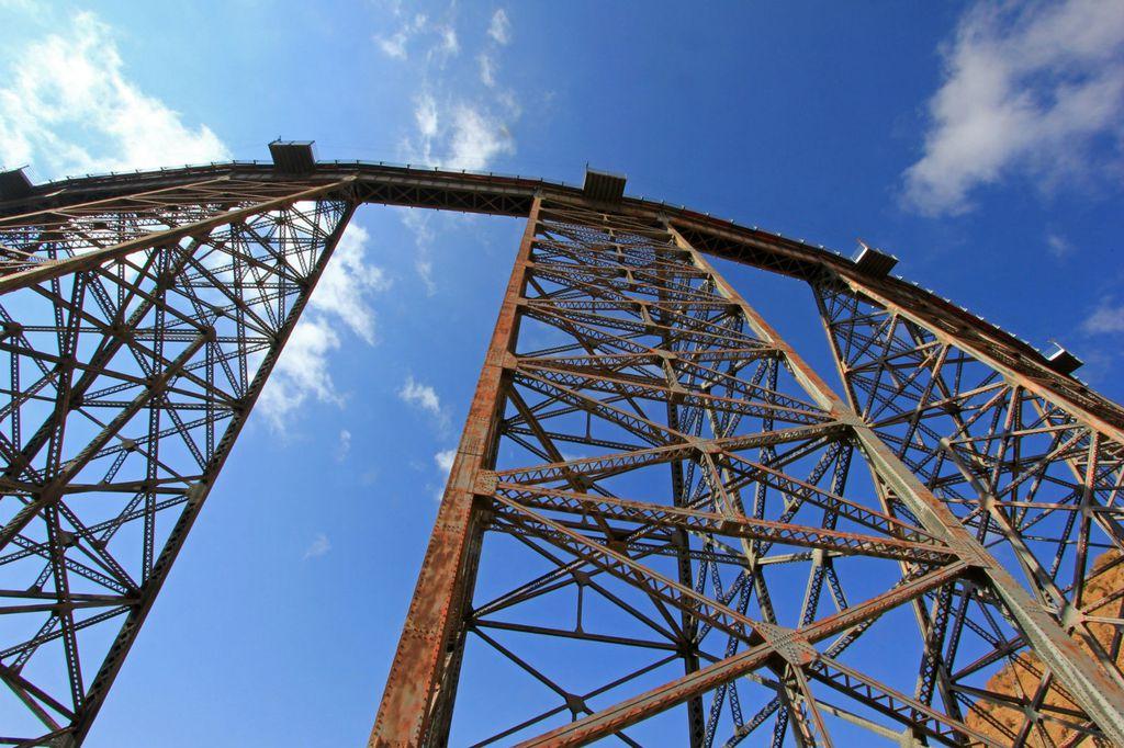 Vlak prolazi i preko impresivnog vijadukta Polvorilla