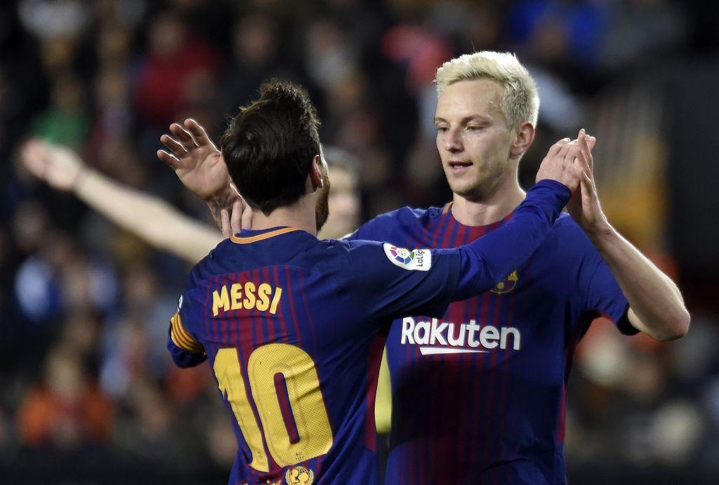 Rakitić slavi pogodak s Messijem (Foto: AFP)