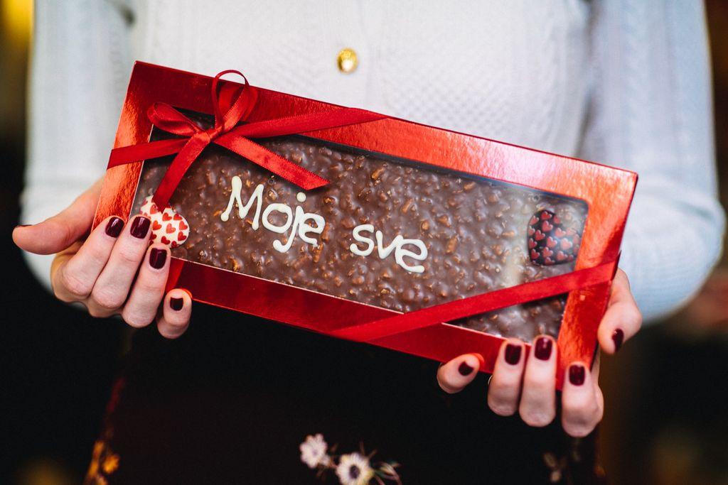 Poruka napisana na čokoladi