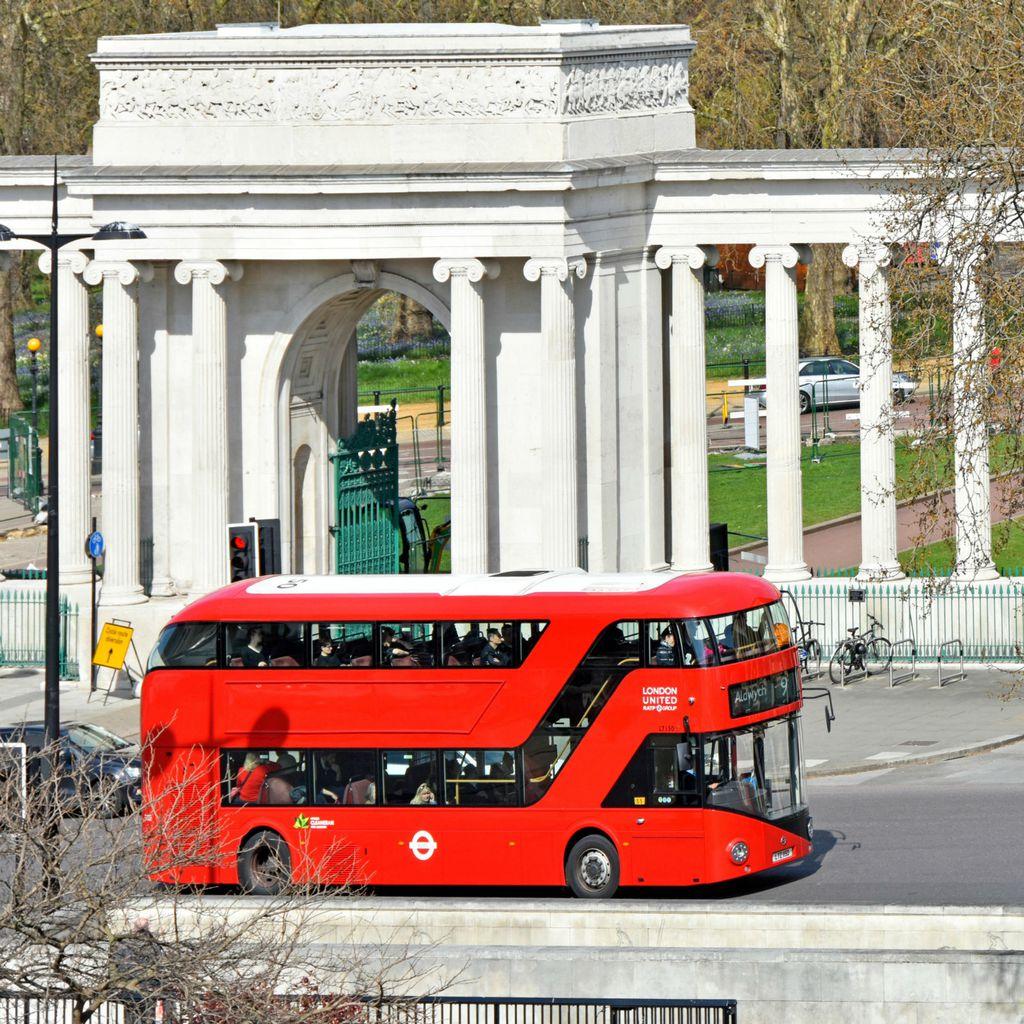Moderni double deckeri u Londonu