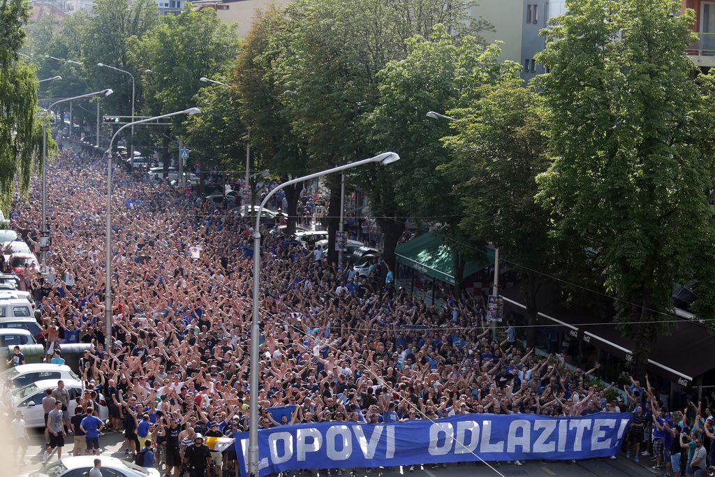 Dinamovi navijači BBB-i na putu za Maksimir (Foto: Borna Filic/PIXSELL)