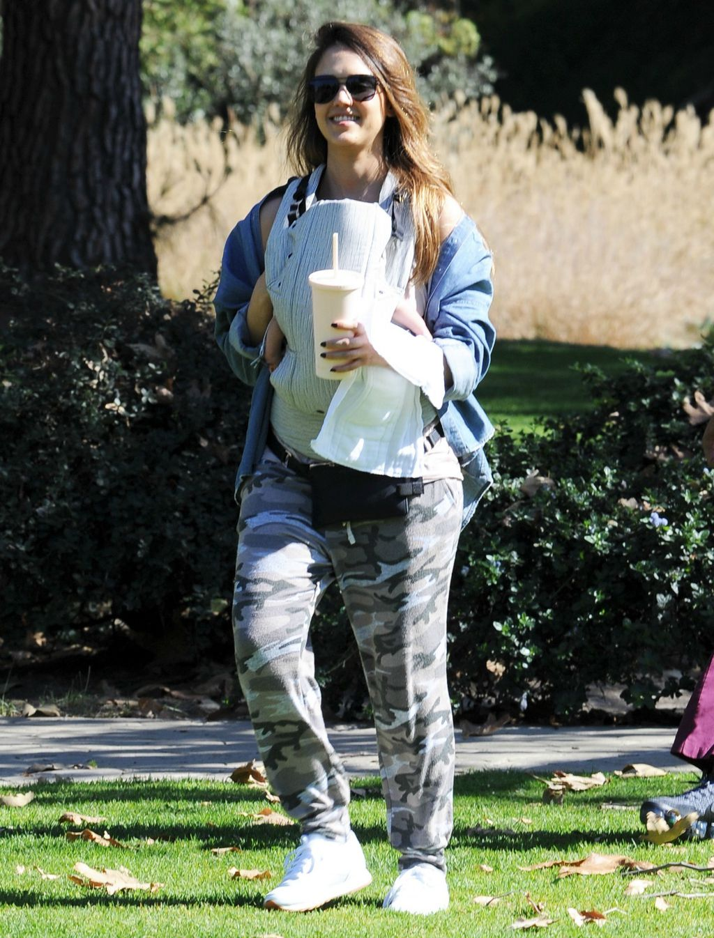 Jessica Alba provela je ležerno popodne u društvu svoje djece - 4