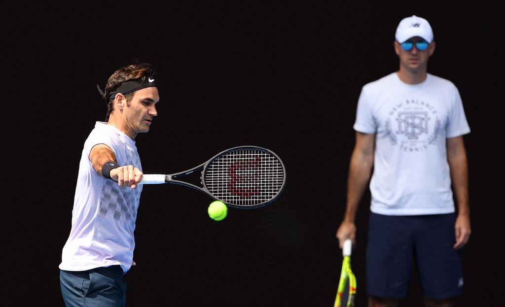 Ljubičić gleda Federera na treningu (Foto: AFP)