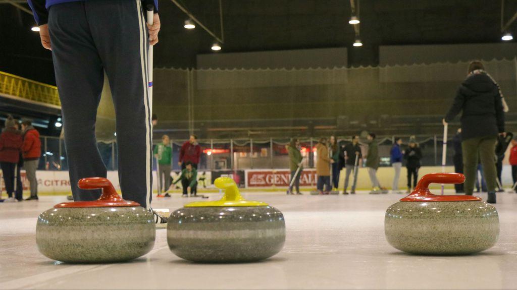 Na treningu curling kluba Čudnovati čunjaš (Foto: Anamaria Batur)