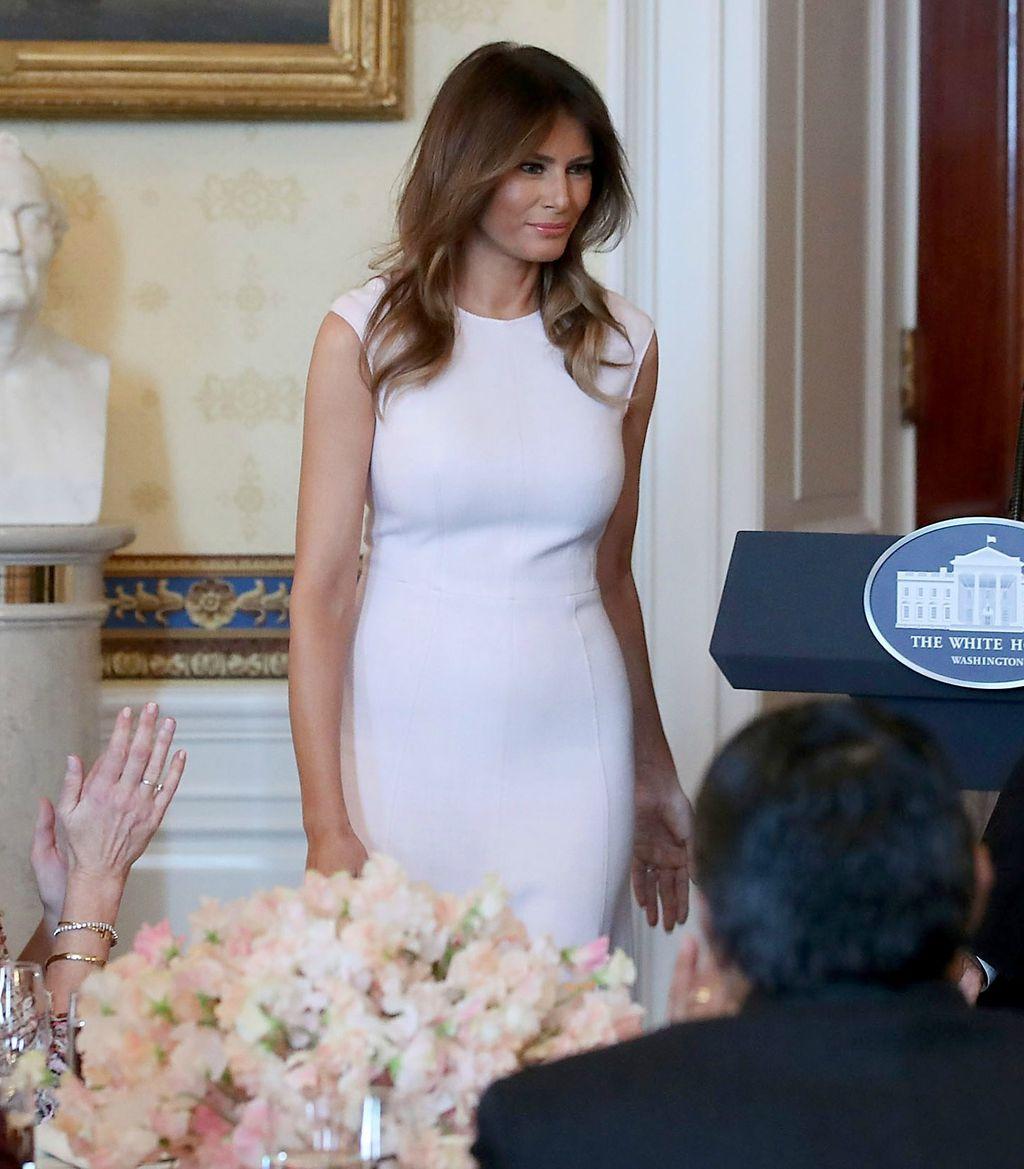 Melania je nosila jednostavnu bijelu haljinu