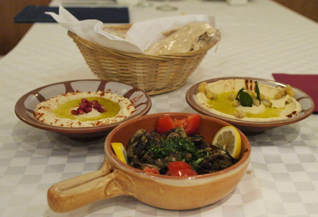 Pileća jetrica i humus