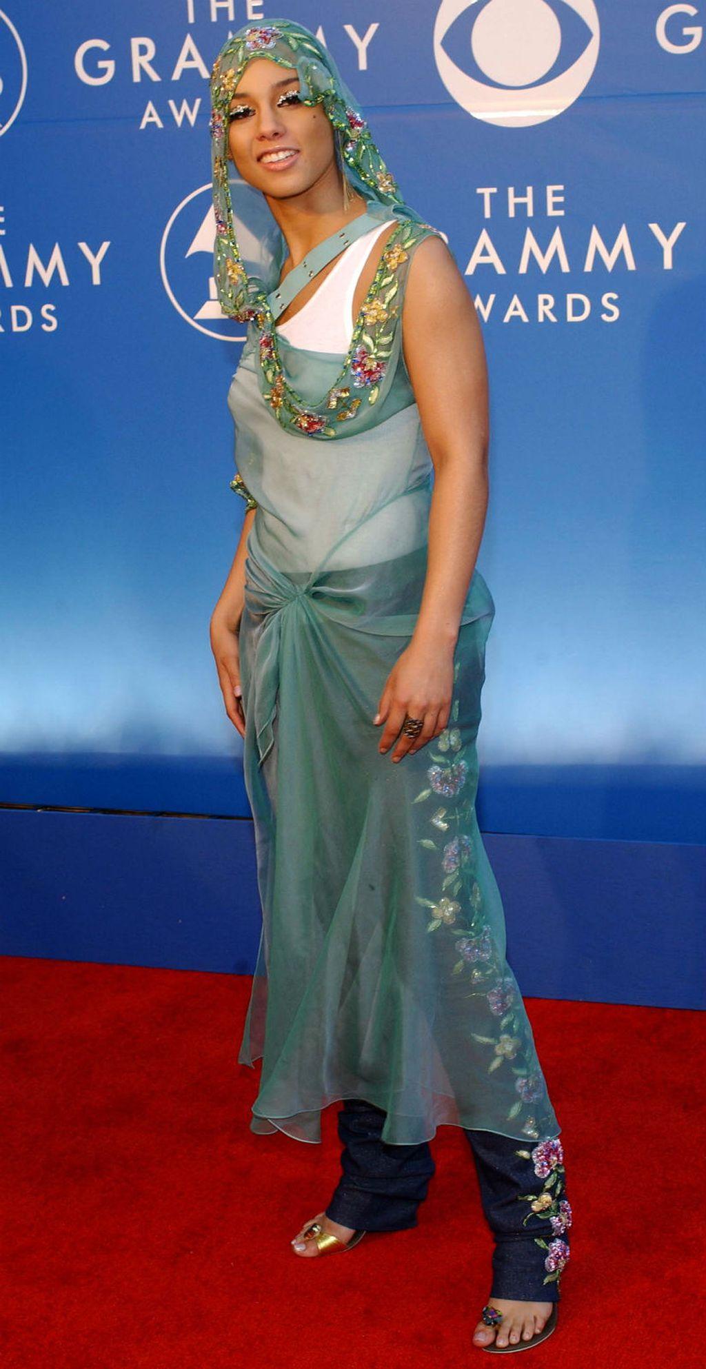 Alicia Keys prvi put na dodjeli nagrada Grammy 2002. godine