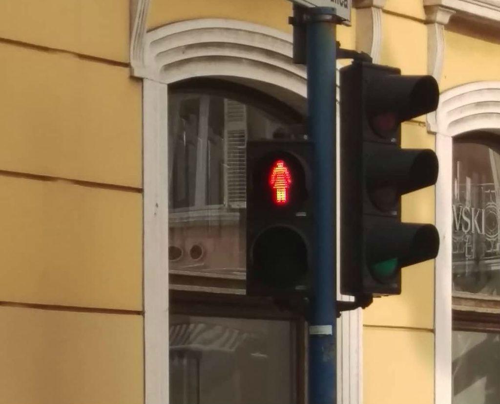 U Rijeci je zasvijetlio prvi semafor sa ženskom siluetom