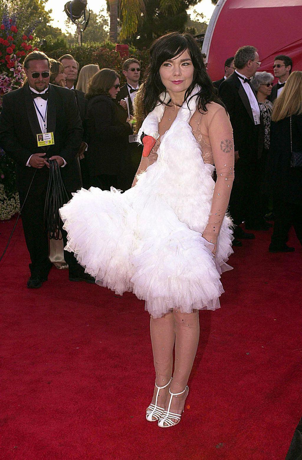Pjevačica Björk na dodjeli Oscara u haljini u obliku labuda