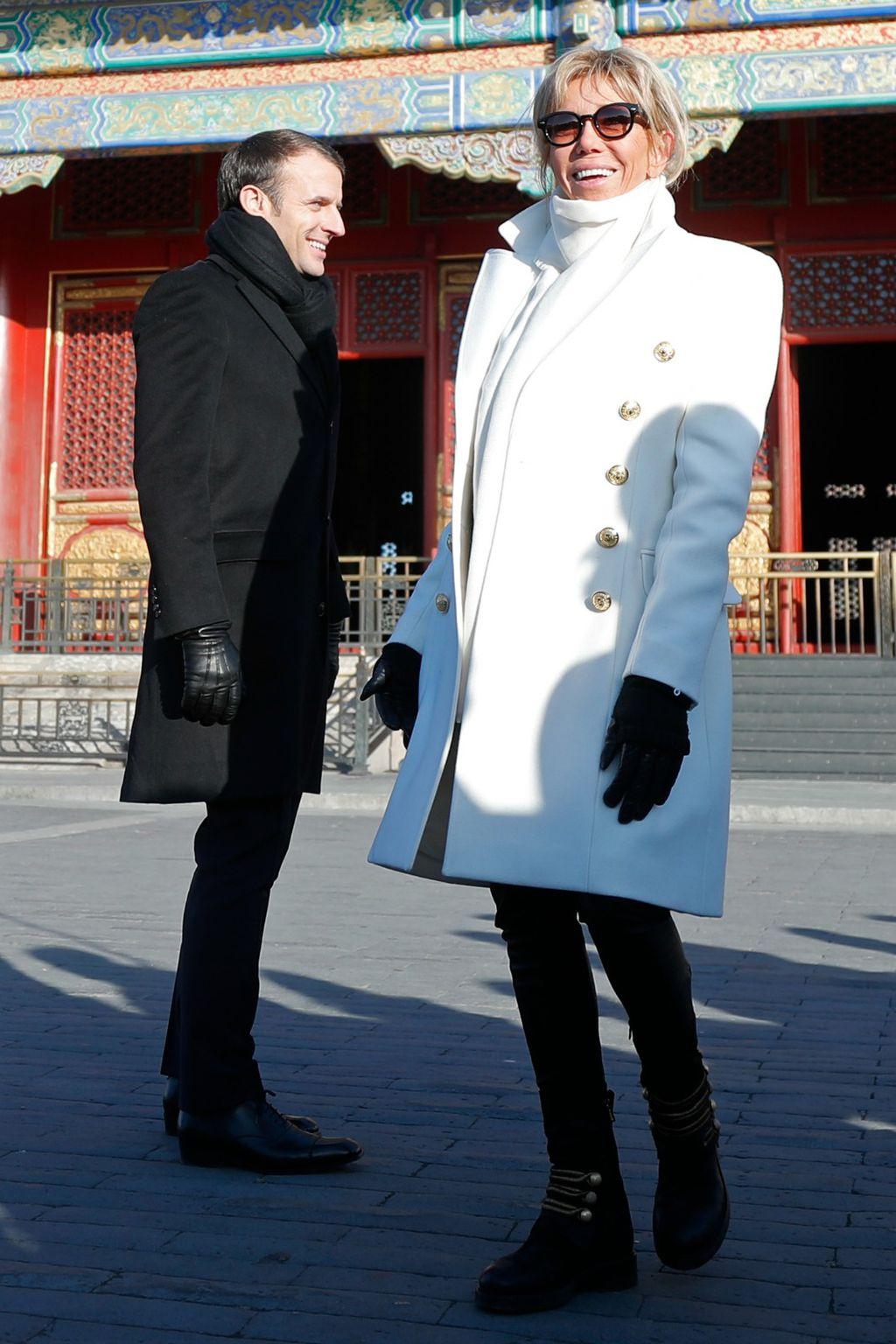 Brigitte u bijelom kaputu modne kuće Louis Vuitton