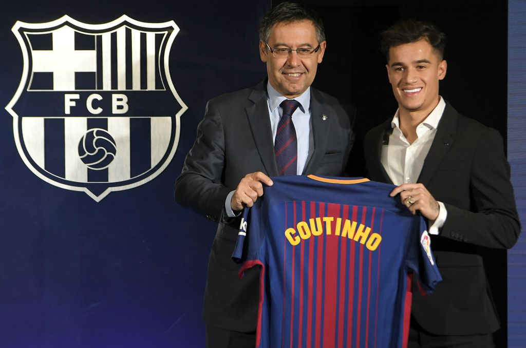 Philippe Coutinho i Josep Maria Bartomeu (Foto: AFP)