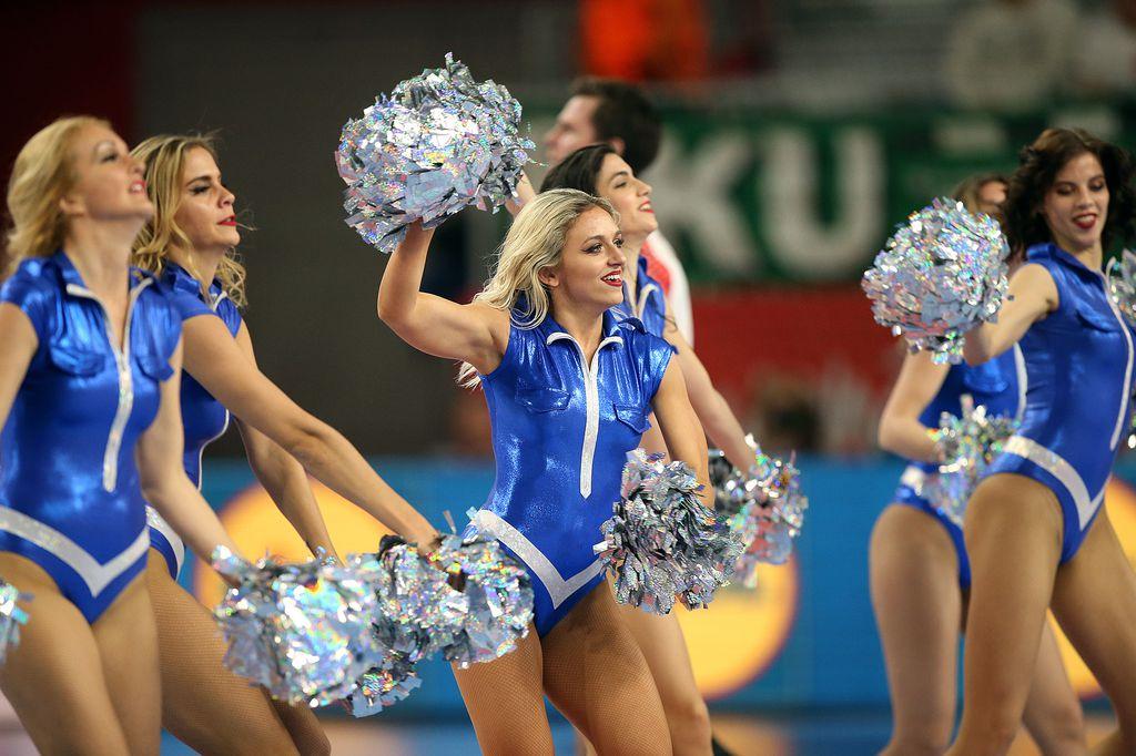 Plesačice na utakmici Češka - Danska (Foto: Goran Stanzl/PIXSELL)