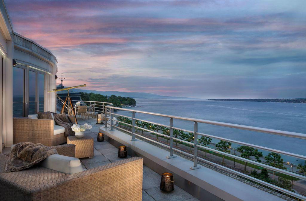 Apartman ima terasu sa spektakularnim pogledom na Ženevsko jezero