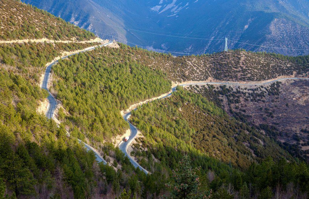 Autocesta prolazi kroz zapanjujuće krajolike