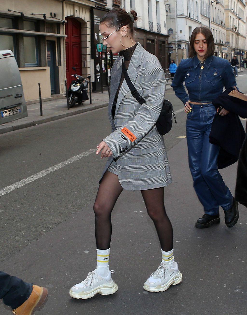Bella Hadid u tenisicama modne kuće Balenciaga