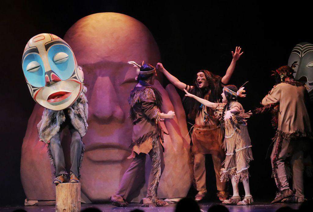 Prizor iz predstave \'Indijanska priča\' u režiji Saše Broz