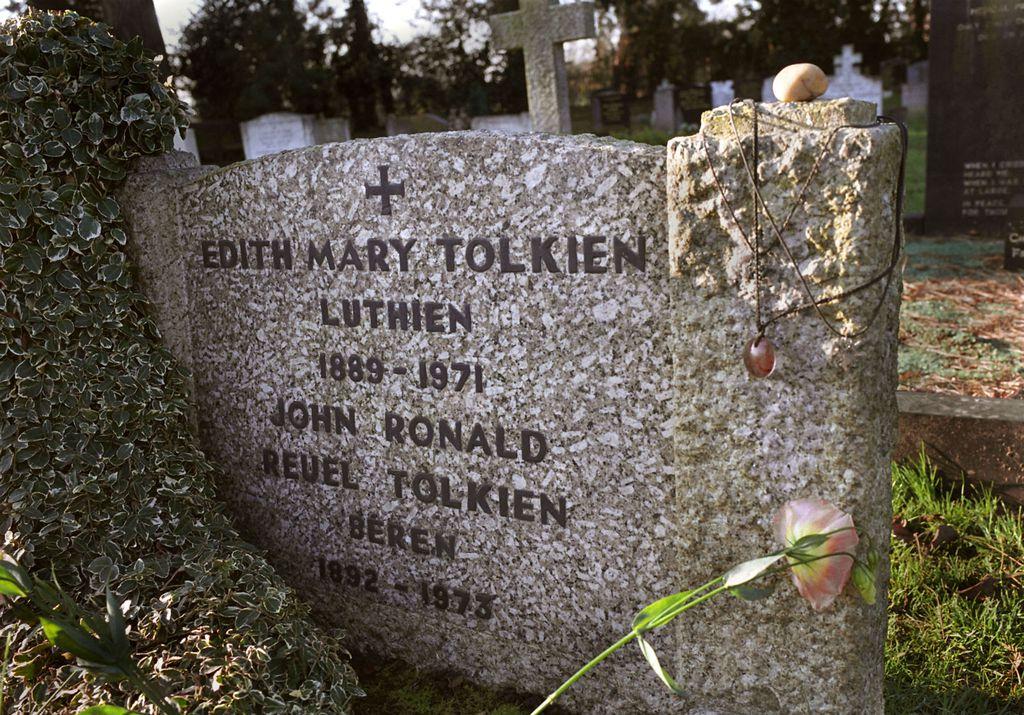 Spomenik na grobu Edith i J. R. R. Tolkiena