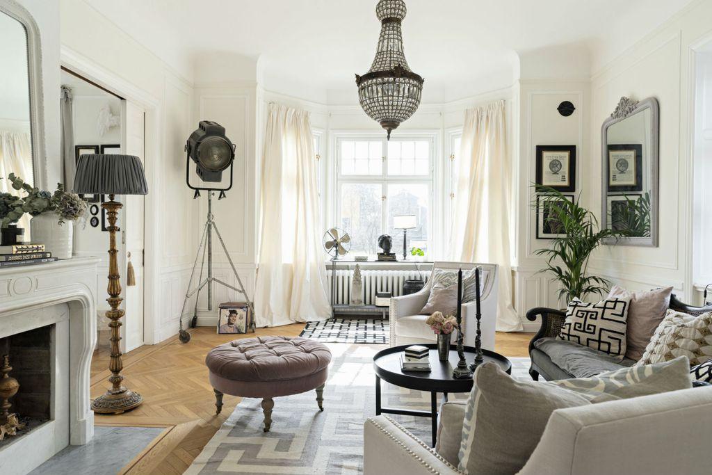 Dnevna soba je među najboljim prostorijama za postavljanje zrcala